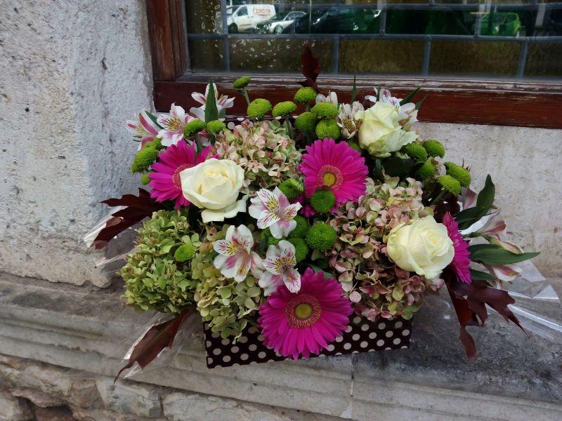 Arreglo de flores naturales para regalar enviado por la - Centros de plantas naturales ...