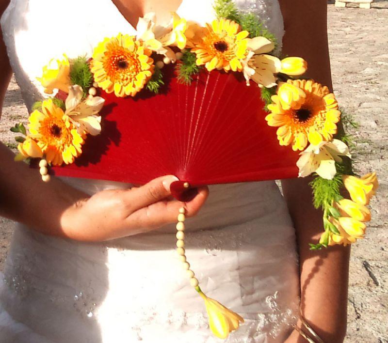 abanico de flores naturales para la novia