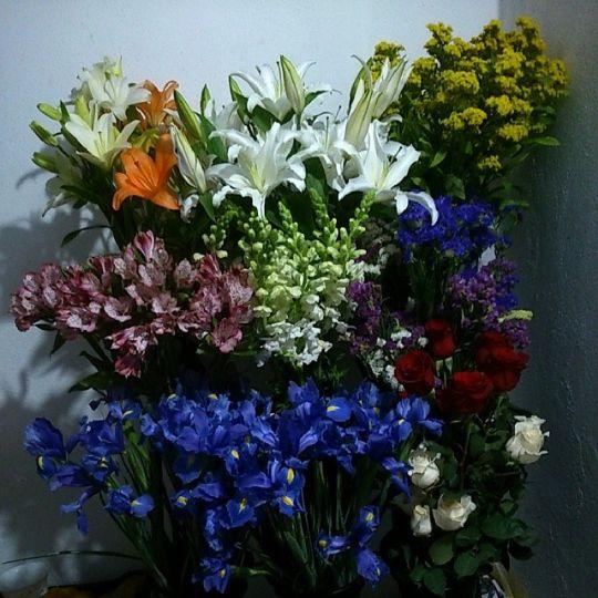 lo primero es comprar las flores para la boda