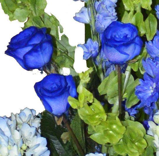 ramos y centros florales con rosas azules