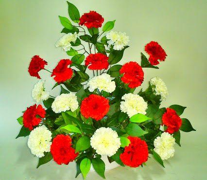 Ramos y centros de flores artificiales para el dia de Todos los Santos