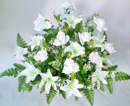 Como hacer un centro con flores de tela con rosas y lilium blanco
