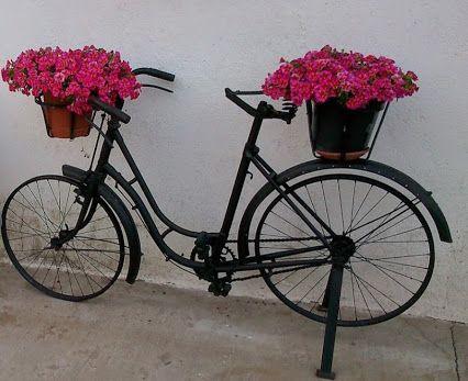 Bicicletas cl sicas para boda for Guardar bicicletas en el jardin
